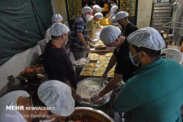 آماده سازی و توزیع 2000 پرس غذا جهت مناطق حاشیه ای و کمتربرخوردار شهر شیراز توسط جوانان هیئت مدینه النبی(ص) شیراز