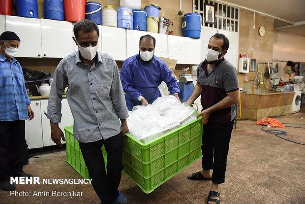 آماده سازی و توزیع 2000 پرس غذا جهت مناطق حاشیه ای و کمتربرخوردار شهر شیراز توسط اهالی مسجد حضرت ابوالفضل(ع) شیراز