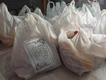بسته های معیشتی میان خانواده های نیازمند در قروه توزیع شد