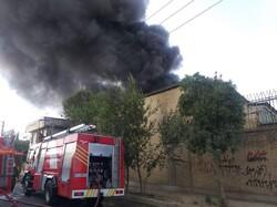 آتش سوزی در یکی از کارگاه های شهرک صنعتی چهاردانگه/ آتش خاموش شده اما عملیات ادامه دارد