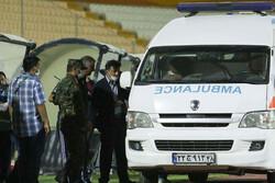 سرمربی تیم فوتبال تراکتور به بیمارستان منتقل شد