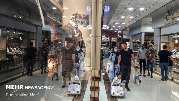 Tahran'da alışveriş merkezleri yeniden açıldı