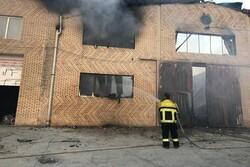 مهار حریق گسترده کارخانه تولیدی در نصیرشهر