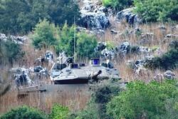 دبابات العدو الصهيوني تتخطى السياج التقني قبالة ميس الجبل