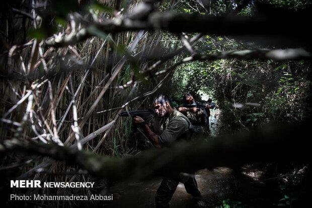 تدريبات قوات مغاوير البحر التابعة للجيش الايراني