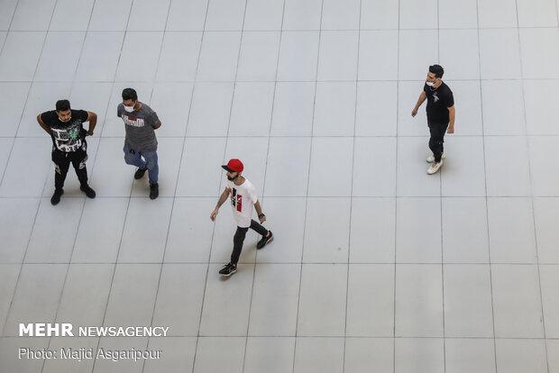 استفاده از ماسک و رعایت فاصله گذاری اجتماعی از مهم ترین راهکارهای جلوگیری از شیوع کرونا است