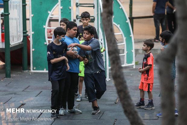 کودکان نیز مانند بزرگسالان در مقابل ویروس کرونا آسیب پذیر هستند و باید فرهنگ استفاده از ماسک و رعایت فاصله اجتماعی را به کروکان آموزش داد