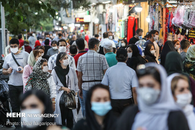 استفاده از ماسک و رعایت فاصله گذاری اجتماعی و همچنین پرهیز از رفت و آمدهای غیر ضرور، از مهم ترین راهکارهای جلوگیری از شیوع کرونا است