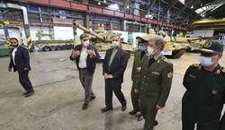 وزير الدفاع الايراني يفتتح منشأة تطوير قدرات الدبابات الايرانية