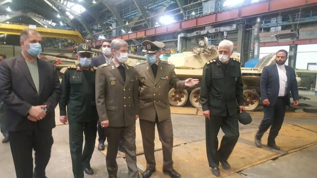 Hatami unveils upgrading line of Armed Forces' tanks