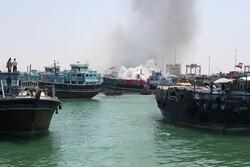 آتش سوزی یک فروند شناور در گناوه/حریق پس از ۱۷ ساعت اطفاءشد