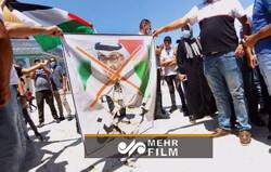 Abu Dabi Veliaht Prensi Bin Zayid'in posterleri Filistin'de ateşe verildi
