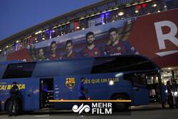 شعار «حیا کن» هواداران مقابل اتوبوس بازیکنان بارسلونا