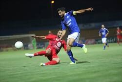 باخت قهرمان لیگ برتر مقابل گل گهر سیرجان در نیمه اول