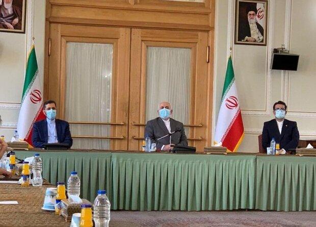 """""""موسوي"""" يودّع منصبه و""""خطيب زاده"""" يتعيّن بمنصب المتحدث بإسم الخارجية الايرانية"""