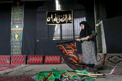 محرم کی آمد کے موقع پر ایرانی شہروں نے لباس عزا پہن لیا