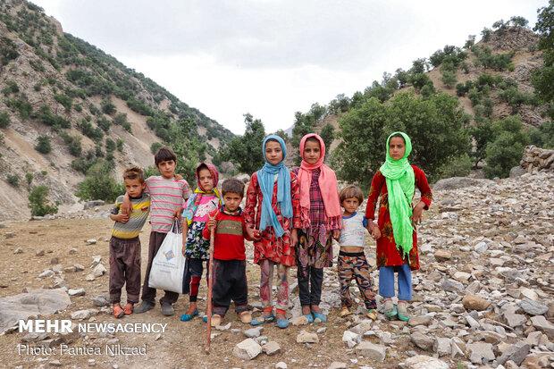 تعدادی از کودکان روستا