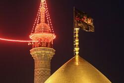 پرچم متبرک حسینی(ع) بر فراز گنبد حرم حضرت معصومه(س)
