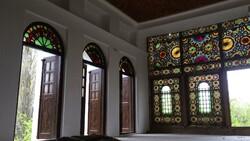 مالک عمارت ابراهیم خان ملاده برای پذیرش غیرقانونی مسافر تذکر گرفت