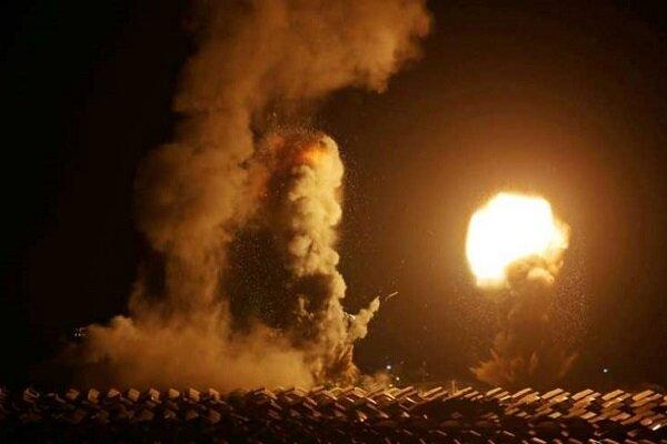 الكيان الصهيوني يستهدف مواقع لحماس في قطاع غزة