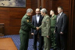 وزير الدفاع الايراني يلتقي بنظيره الروسي
