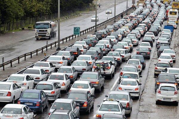 ترافیک سنگین در محورهای آزادراه تهران-قم و آزادراه تهران-شمال