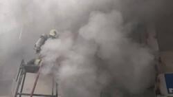 آتش سوزی در برج ۲۱ طبقه/۱۶ نفر از آتش خارج شدند
