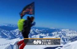 اهتزاز پرچم امام حسین (ع) در بلندترین رشته کوه قفقاز روسیه
