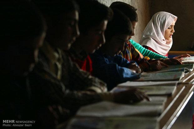 سایه بیسوادی والدین بر سر ترک تحصیل دختران روستایی و عشایر