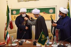 تبرکی تولیت آستان مقدس حضرت شاهچراغ(ع) به رئیس سازمان تبلیغات