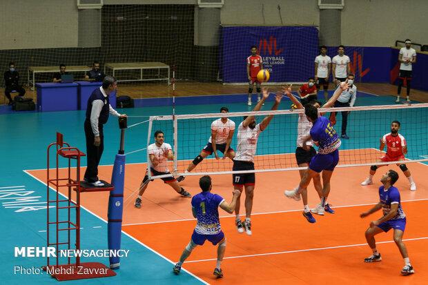 کار سخت هراز آمل در اصفهان / شهروند اراک به دنبال نخستین بازی!