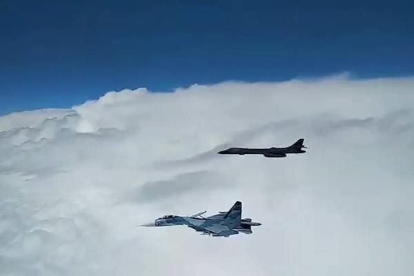 مقاتلة روسية تعترض طائرة استطلاع أمريكية فوق البحر الأسود