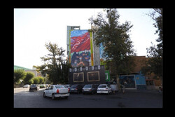 رونمایی دیوارنگاره «همه در پناه حسینیم» در میدان فلسطین