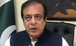 پاکستانی عوام پاکستانی فوج کے شانہ بشانہ کھڑی ہے