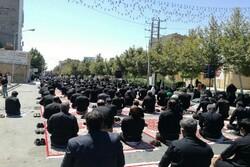 اقامه نماز ظهر عاشورا با رعایت دستورالعملهای بهداشتی در تویسرکان