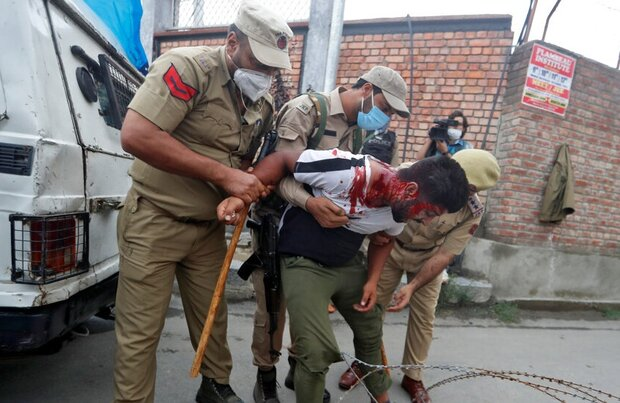 Indian police breaks up mourning processions in Kashmir