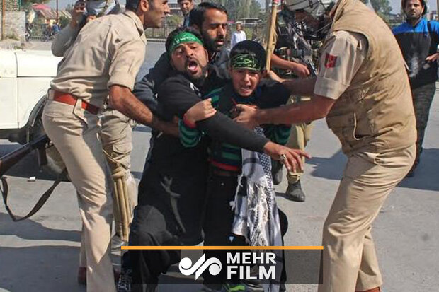 VIDEO: Indian Police clashes with Muslims mourning on Ashura