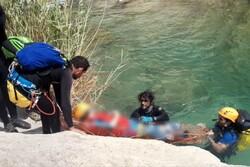 عملیات هلال احمر در دره «ویژدرون» ایلام/۲ نفر نجات یافتند