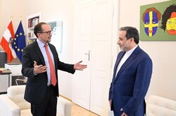 عراقچی با وزیر خارجه اتریش دیدار و گفتوگو کرد