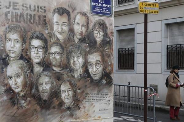 """""""شارلي ايبدو"""" الفرنسية تصر على إهانة  النبي (ص)"""