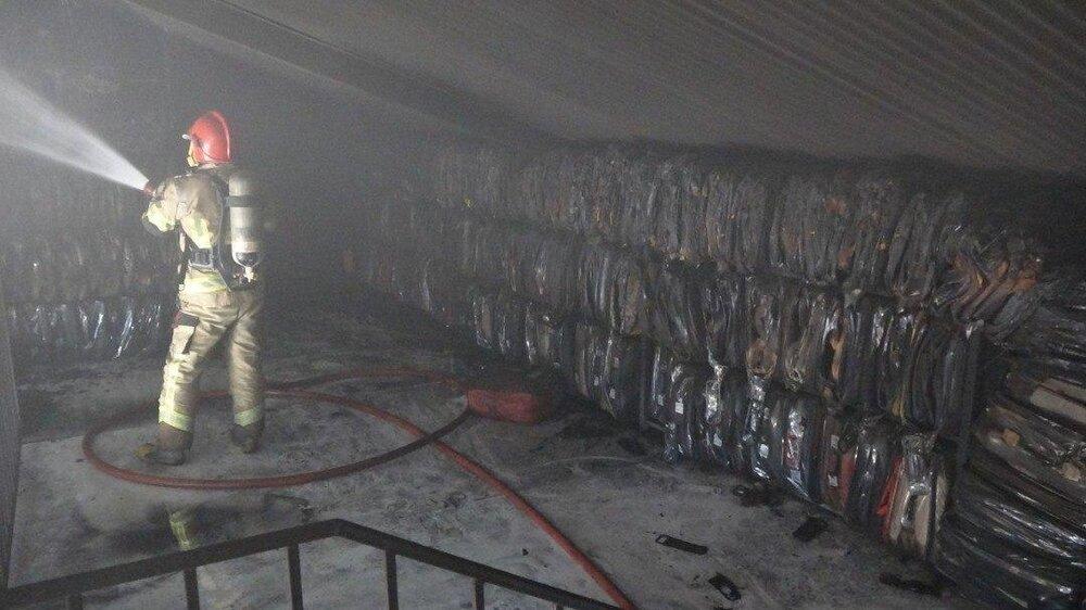 آتش سوزی در یک کارگاه تولید روکش صندلی خودرو/ آتش ۲ساعته خاموش شد