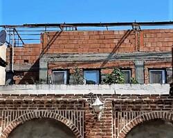 تجاوز به عرصه بنای تاریخی / فاصله قانونی با بناهای تاریخی حفظ شود