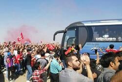 حضور هزار نفری هواداران تراکتور در فرودگاه تبریز
