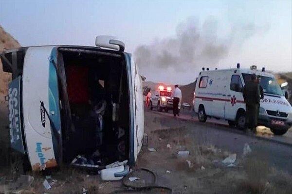 واژگونی اتوبوس در محور عباس آباد-میامی/ ۱۷ نفر مصدوم شدند