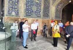 بازدید وزیر امور خارجه سوئیس از آثار تاریخی اصفهان/دیدار با استاندار