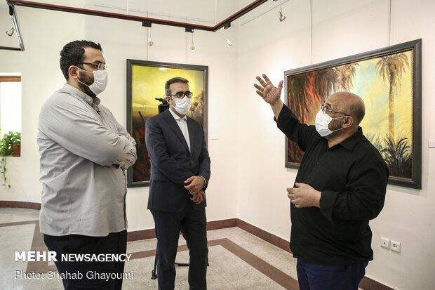 عبدالحمید قدیریان  و محمد مهدی دادمان رئیس حوزه هنری در نمایشگاه نقاشی «همپای نور»