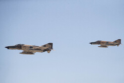انهدام اهداف سطحی توسط جنگندههای F-4 نهاجا/ تیراندازی به اهداف متحرک دریایی