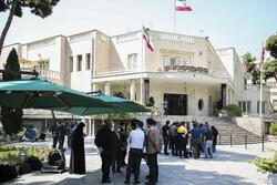حیاط دولت، خالی از رسانههای منتقد/ دفتر رئیسجمهور کرونا را بهانه کرد