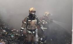 آتش سوزی در انبار نگهداری چیپس و تنقلات/ ۲ نفر مصدوم شدند