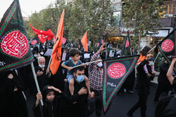 تہران میں چارلی ہیبڈو کی مذمت میں فرانس کے سفارتخآنہ کے سامنے مظاہرہ